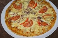 Пицца со свининой и помидорами