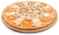 Пицца с грудинкой, помидорами и шампиньонами
