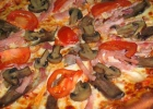 Пицца c помидорами и шампиньонами