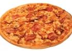 Пицца с грудкой, помидорами и перцем