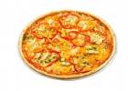 Пицца с грудинкой, помидорами и перцем