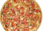 Пицца с грудкой, помидорами и шампиньонами