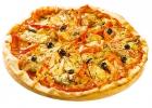 Пицца со свининой, помидорами и шампиньонами